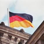 german-flag-on-reichstag-1555466